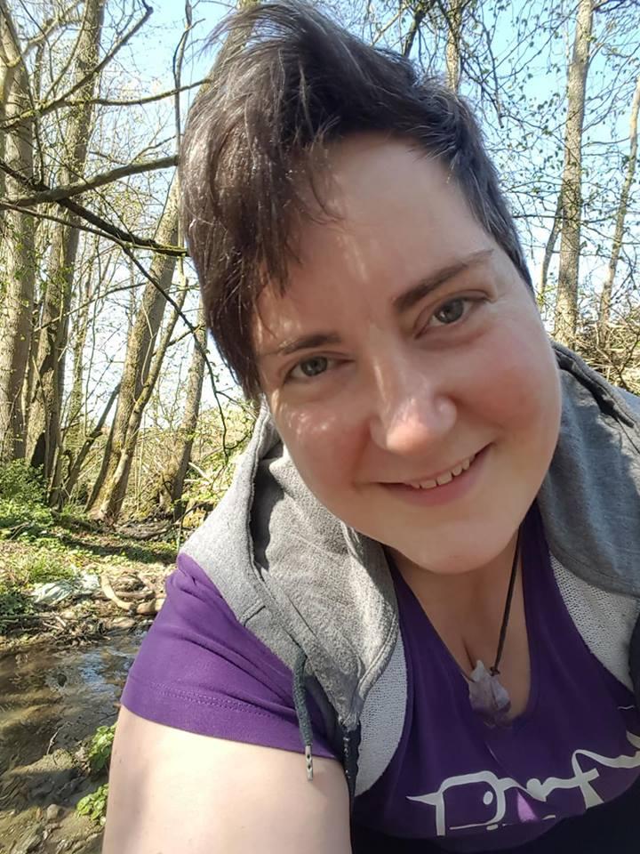Gründerin von BIN im Wald, ihrem Kraftort